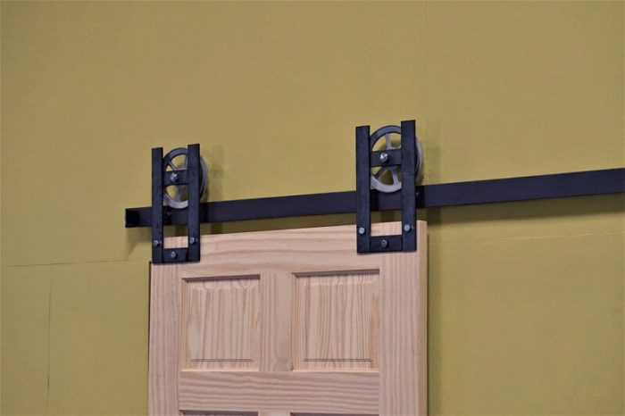 horseshoe barn door hardware