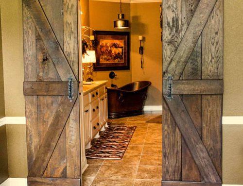 Double barn door hardware and barn door hardware